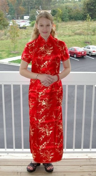 Sarah loves cheongsam-style dresses.Perhaps it is because she looks so CHINESE.